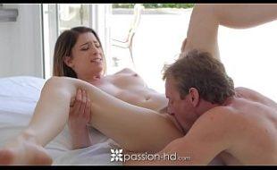 Videos porno gratis com novinha magrinha sendo fodida